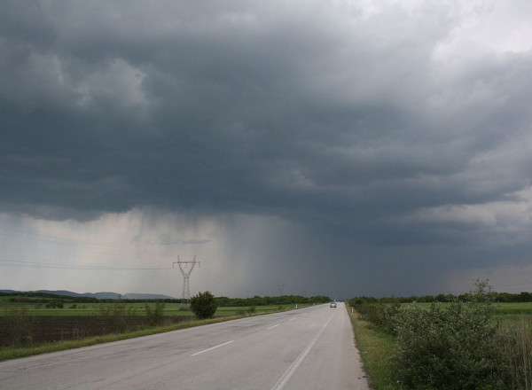 1024px-National_Road_51_(European_Road_85)_in_Evros_prefecture,_Greece_with_a_spring_thunderstorm