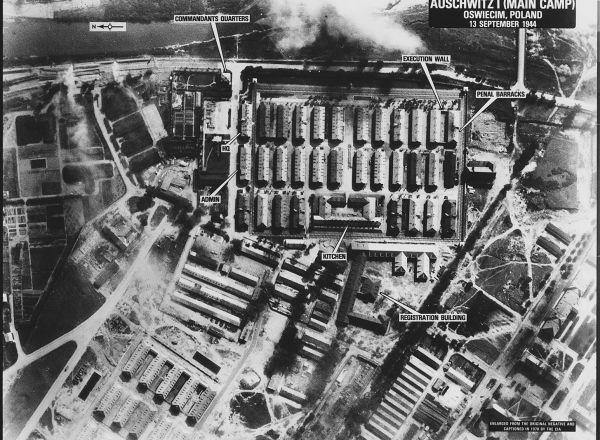 Auschwitz_I_(Main_Camp)_-_Oswiecim,_Poland_-_NARA_-_305903